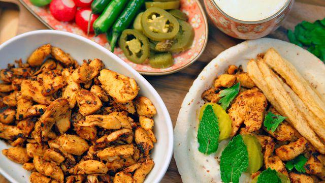 طريقة عمل شاورما الدجاج مع صلصة الثومية