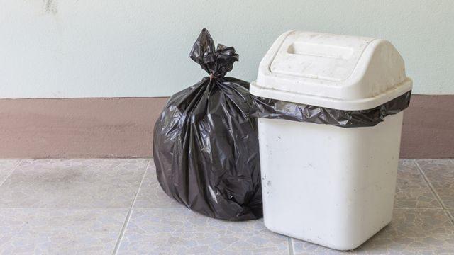 طريقة التخلص من رائحة حاوية النفايات