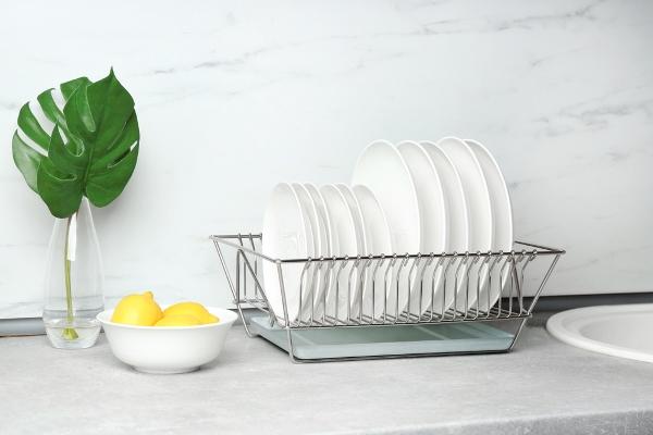 طريقة تنظيف مصفاة الأطباق