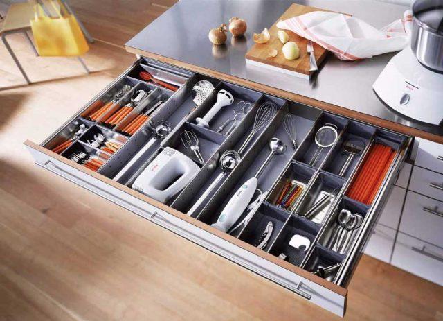 طريقة تنظيم ادراج المطبخ