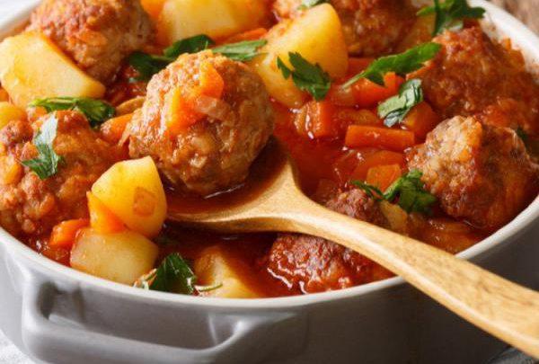 طريقة عمل إيدام البطاطس مع كرات اللحم