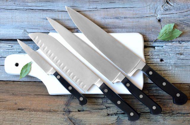 طريقة تنظيف سكاكين المطبخ بالطريقة الصحيحة