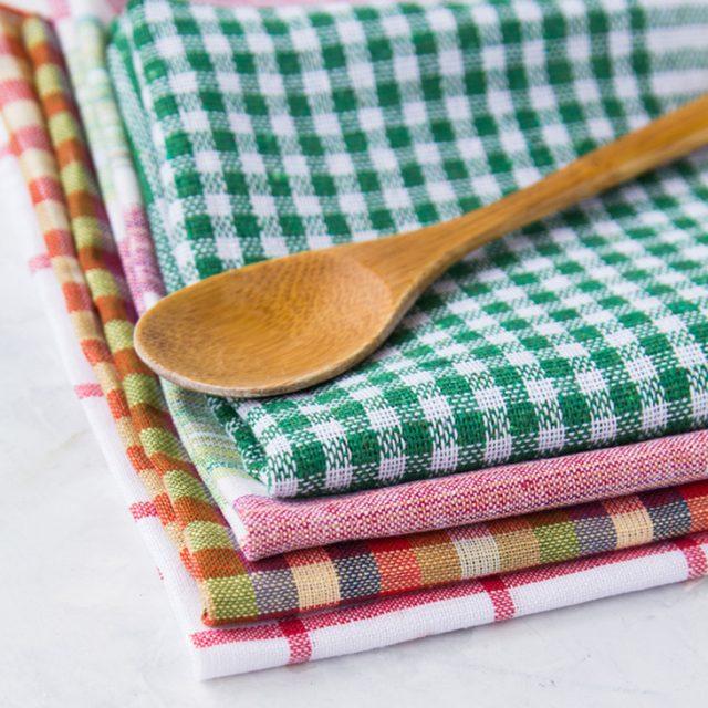 طريقة تنظيف مناشف المطبخ من البقع