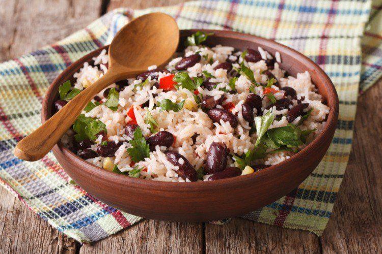 طريقة عمل الأرز المكسيكي بالفاصوليا الحمراء والخضار