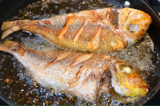 طريقة قلي السمك بدون رائحة