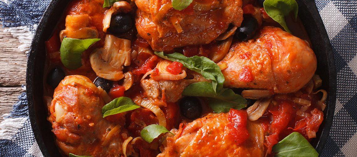 طريقة عمل دجاج بالطماطم والزيتون بالفرن