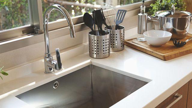 كيفية تنظيم حوض المطبخ