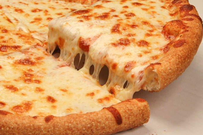 طريقة عمل البيتزا الإيطالية بالجبن