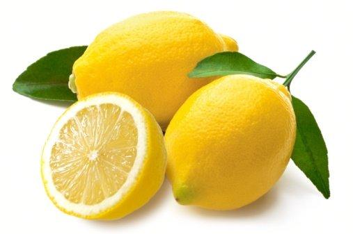 هل يجب غسل الليمون قبل عصره؟