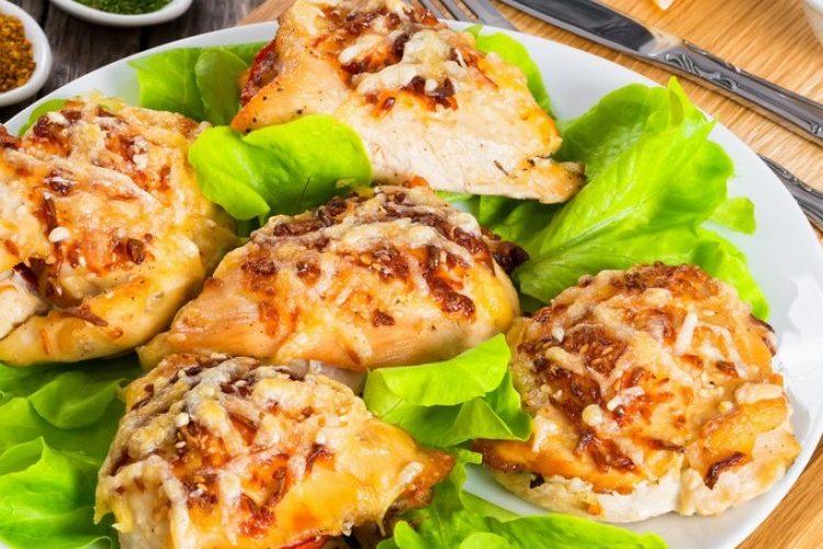طريقة عمل دجاج مشوي مع البيستو والجبن