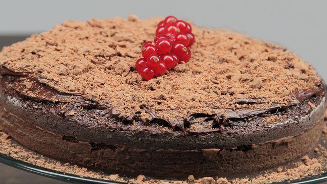 طريقة عمل كيكة الشوكولاته بالفليك والمكسرات