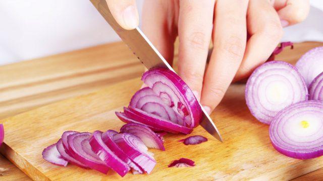 طرق منع البكاء أثناء تقطيع البصل