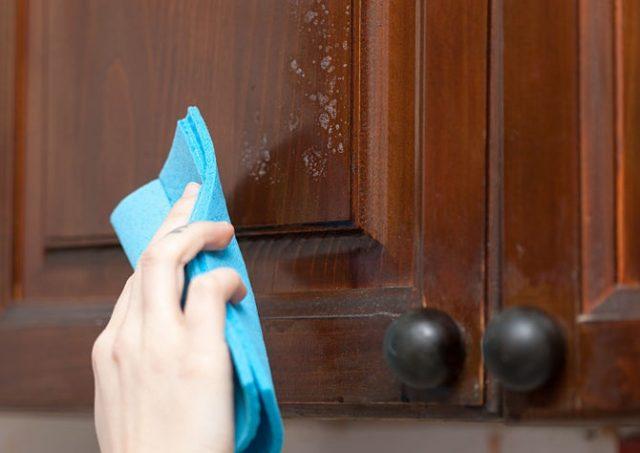 طرق تنظيف خشب المطبخ من الدهون