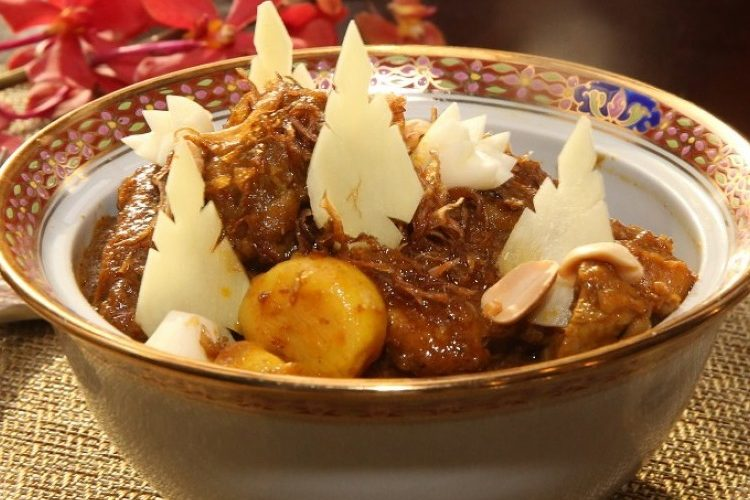 طريقة عمل دجاج بالزنجبيل والفول السوداني
