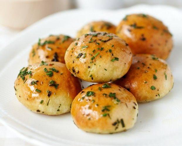 طريقة عمل كرات الخبز بالثوم وزيت الزيتون