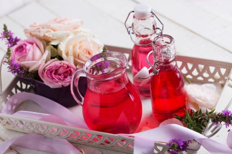 طريقة عمل عصير الورد الطبيعي
