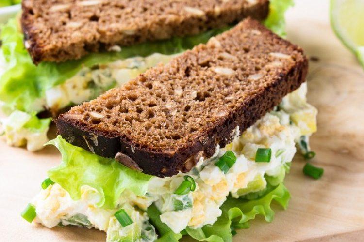 طريقة عمل ساندويش البيض بالأفوكادو للدايت
