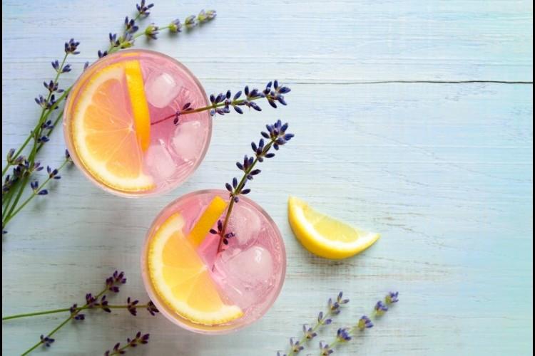طريقة عمل عصير الليمون مع اللافندر