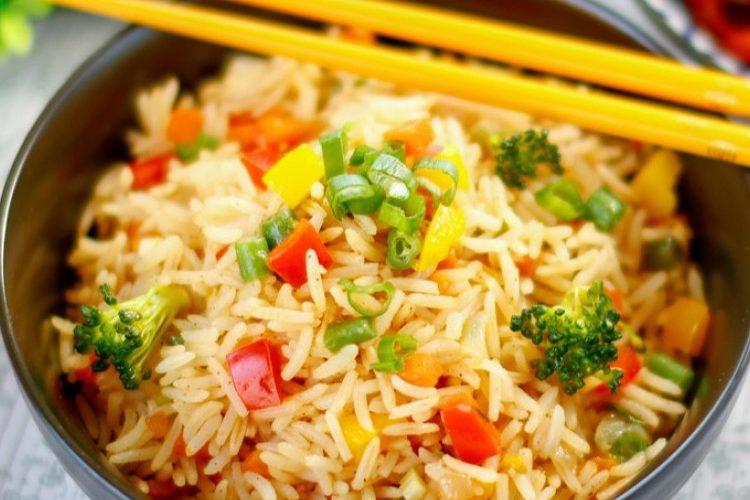 طريقة عمل الأرز المقلي الحار للنباتيين