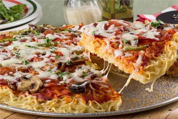 طريقة عمل بيتزا الاندومي