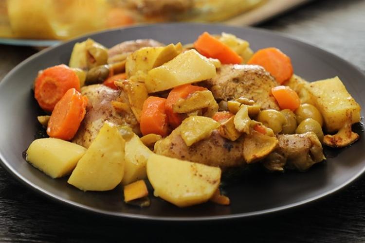 طريقة عمل دجاج مشوي بالزيتون والليمون