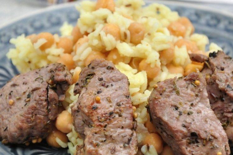 طريقة عمل الأرز باللحم والحمص