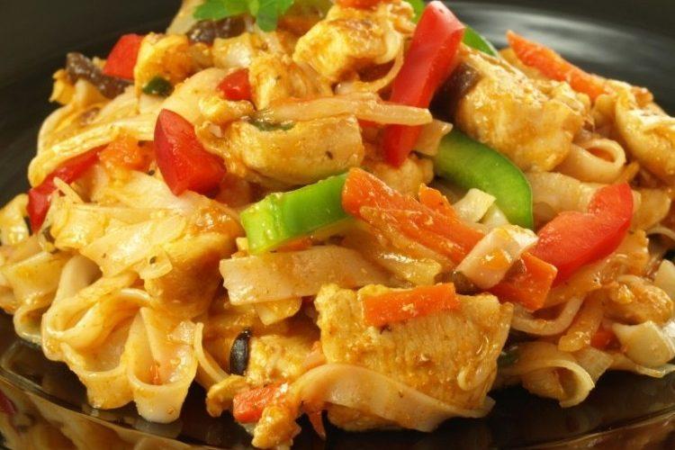 طريقة عمل صينية المكرونة بالدجاج والخضار
