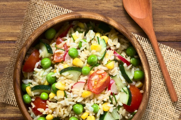 طريقة عمل سلطة الأرز بالخضار
