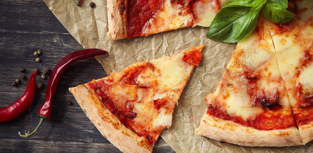 طريقة عمل بيتزا الطاسة بالخضار