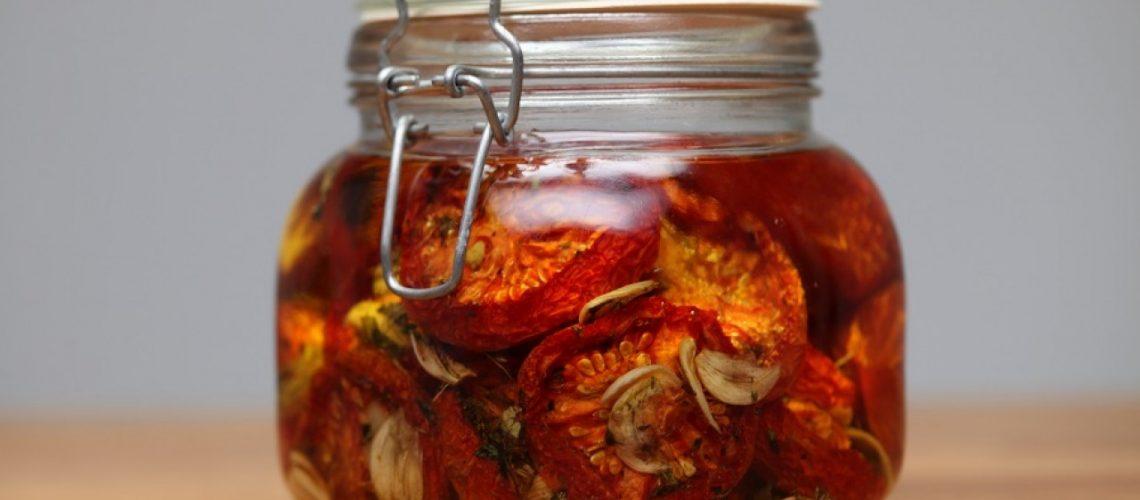 طريقة عمل طماطم مجففة بالزيت