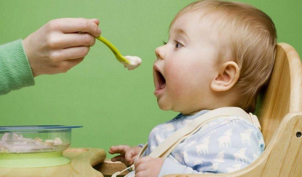 هل يمكن إطعام الطفل الرضيع في الشهر الثالث؟