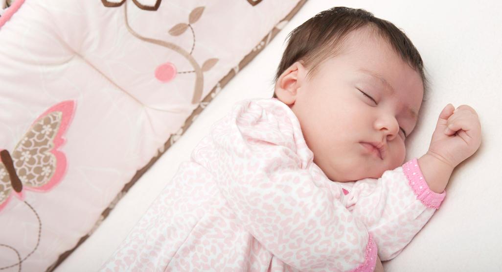 خطوات لتنظيم نوم رضيعك