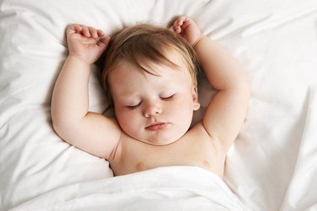 ما أسباب كثرة النوم والخمول عند الرضع ؟